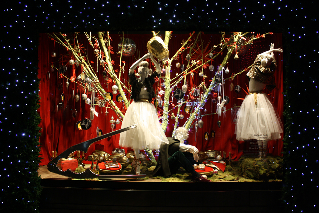 DECK THE HOLIDAY'S: HOLIDAY WINDOW DISPLAYS FOR 2013, PART ... |Holiday Window Displays