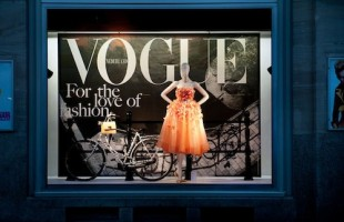 "Dutch VOGUE ""For The Love Of Fashion"" Window Display 2012 at de Bijenkorf"