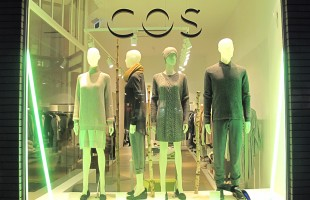 "COS ""Green Light Tube"" Winter Window Display"