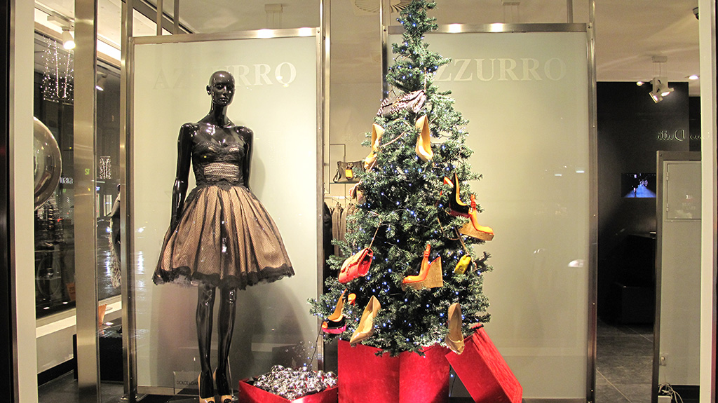azzurro christmas shoes tree window display best window displays