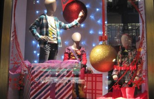 "Desigual ""Unwrapped Mannequins"" Holiday Window Display"