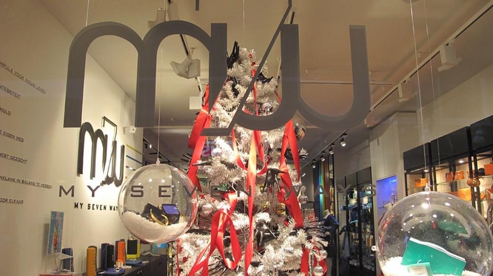 best-window-displays_my-seven-ways_2012_christmas_01