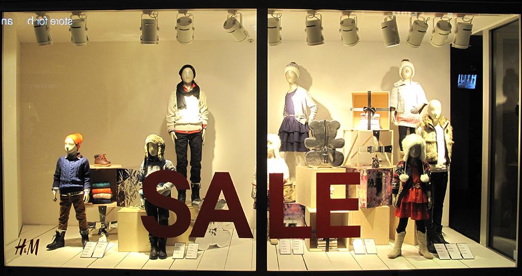 H m kids holiday sale window display best window displays for Retail store window display ideas