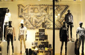 "River Island ""Graffiti MERRY XMAS"" Window Display"