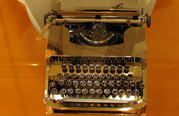best-window-displays_louis-vuitton_2013_spring_floating-letters_07