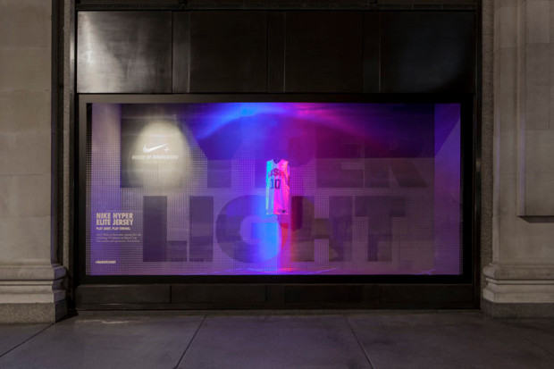 best-window-displays_nike_2013_selfridges_staat_06