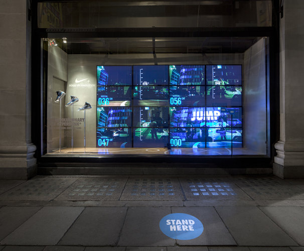 best-window-displays_nike_2013_selfridges_staat_09