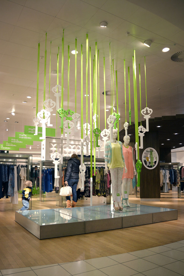 best-window-displays_de-bijenkorf_2013_confetti-de-reclamefabriek_de-maffe-marathon_02