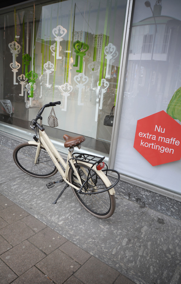 best-window-displays_de-bijenkorf_2013_confetti-de-reclamefabriek_de-maffe-marathon_03