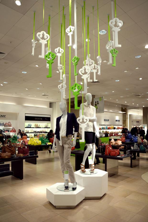 best-window-displays_de-bijenkorf_2013_confetti-de-reclamefabriek_de-maffe-marathon_04