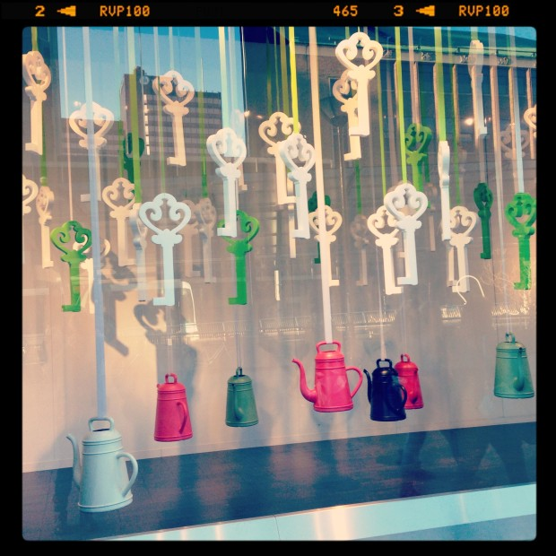 best-window-displays_de-bijenkorf_2013_confetti-de-reclamefabriek_de-maffe-marathon_06