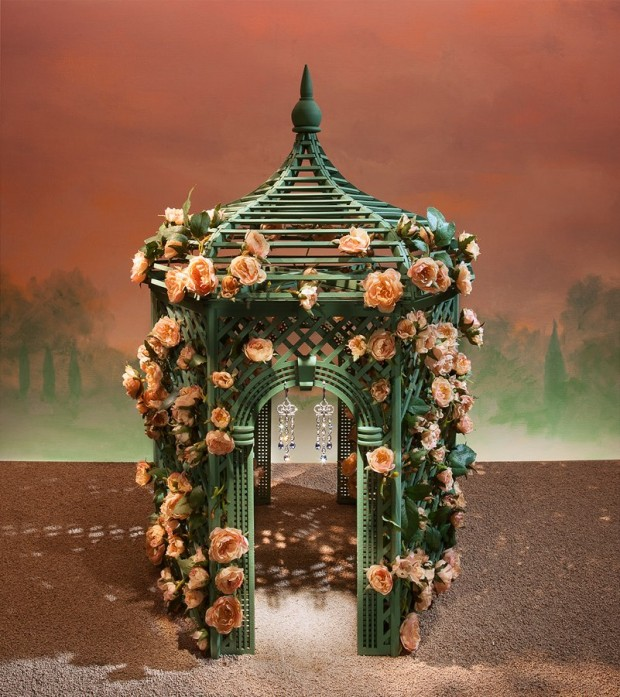 best-window-displays_tiffany_2013_spring_flower-garden_02