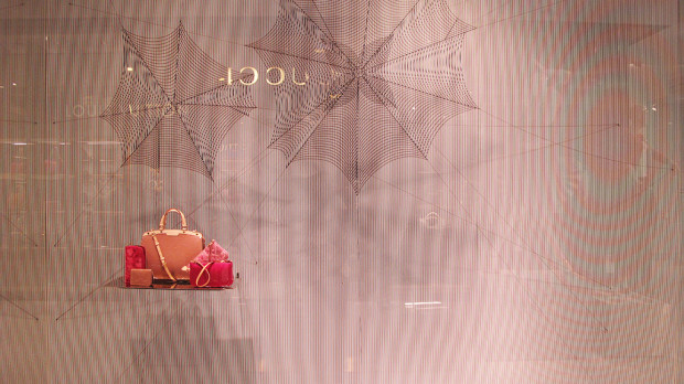 best-window-display_louis-vuitton_2013_spiderweb_01