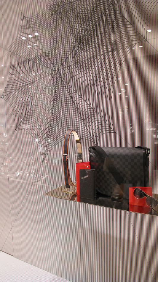 best-window-display_louis-vuitton_2013_spiderweb_07