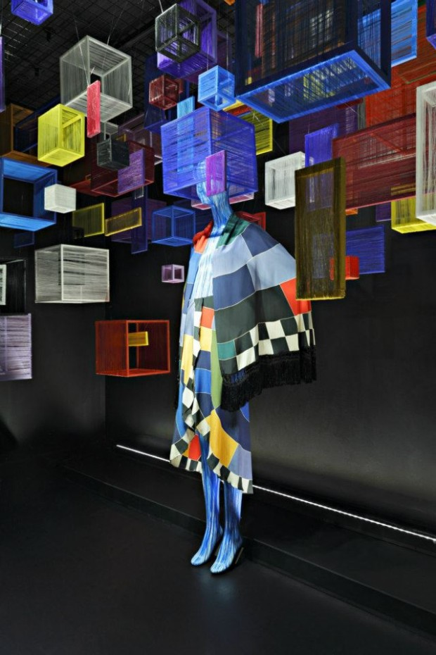 best-window-displays_barneys-new-york_2013_60-years-of-chloe_16