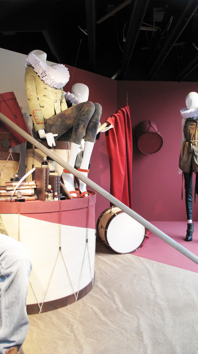 best-window-displays_de-bijenkorf_2013_inspiration_piece-of-art_20