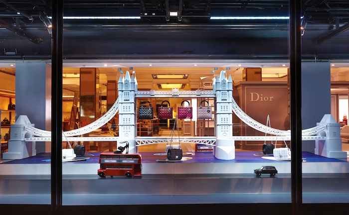 best-window-displays_harrods_2013_dior-exhibition_06
