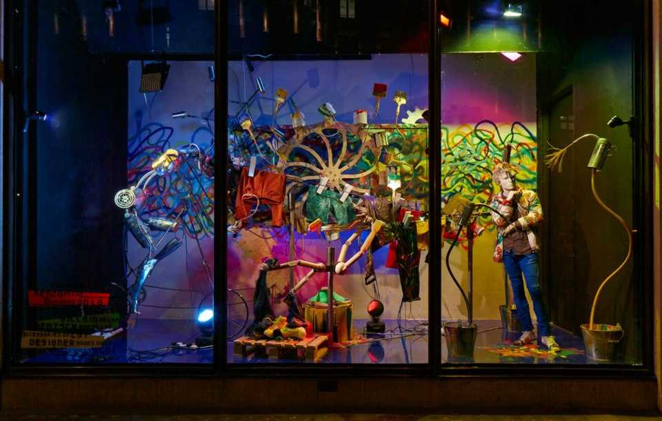 best-window-displays_harvey-nichols_2013_spring_fashion-factory_02