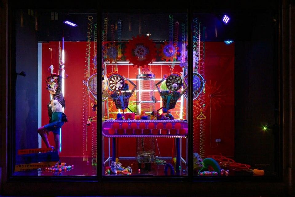 best-window-displays_harvey-nichols_2013_spring_fashion-factory_04