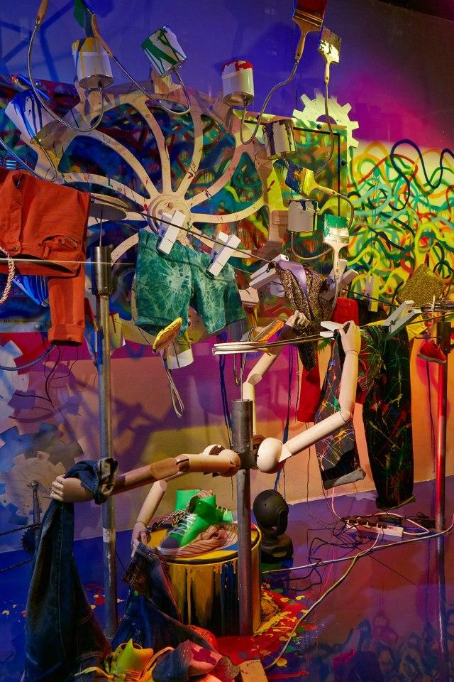 best-window-displays_harvey-nichols_2013_spring_fashion-factory_11