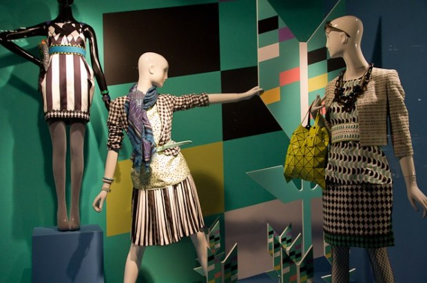 best-window-displays_holt-renfrew_2013_shapes-of-spring_08