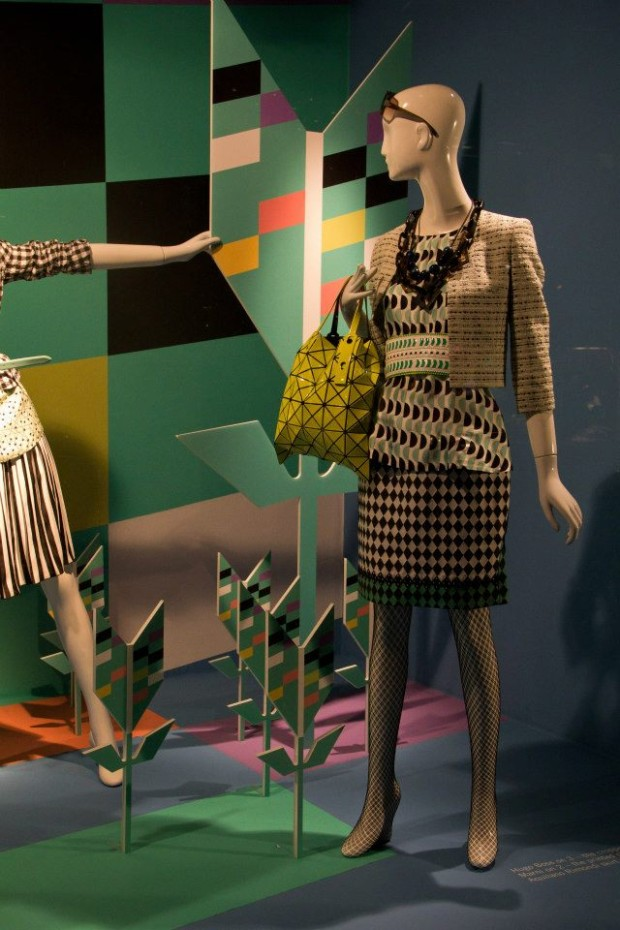 best-window-displays_holt-renfrew_2013_shapes-of-spring_10