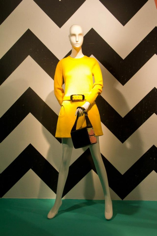 best-window-displays_holt-renfrew_2013_shapes-of-spring_14