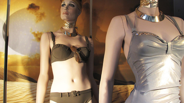 best-window-displays_marlies-dekkers_2013_sunset-africa_07