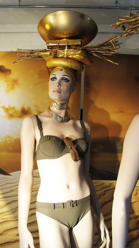 best-window-displays_marlies-dekkers_2013_sunset-africa_08