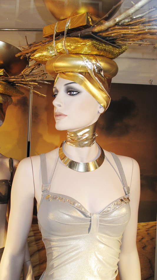 best-window-displays_marlies-dekkers_2013_sunset-africa_09