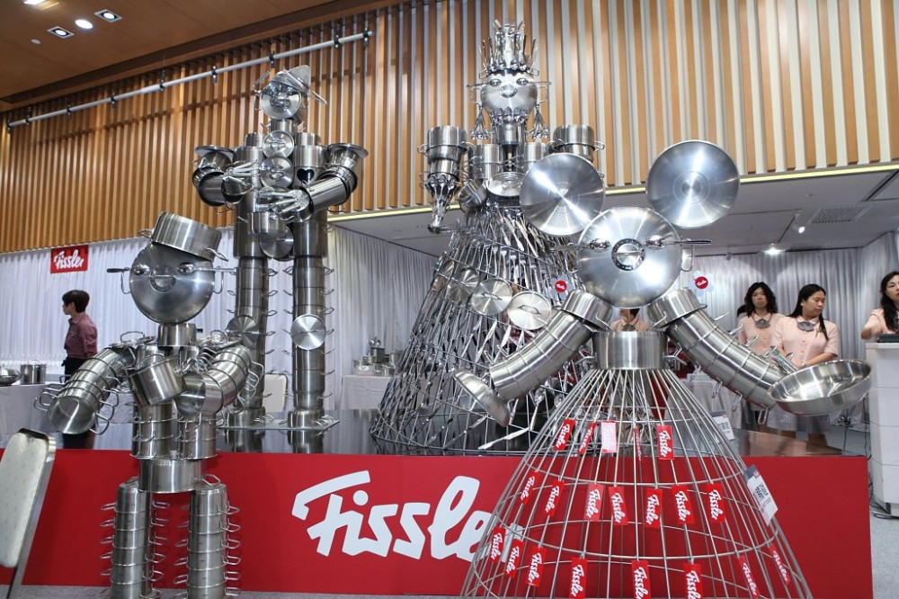Fissler Kitchen Accessories Window Display | Best Window Displays