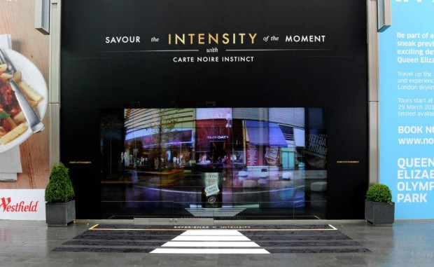 best-window-displays_carte-noir_2013_carte-noire-instinct_01