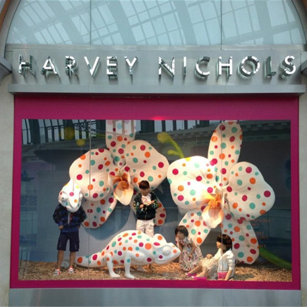 best-window-displays_harvey-nichols_2013_spring_sound-and-vision_01