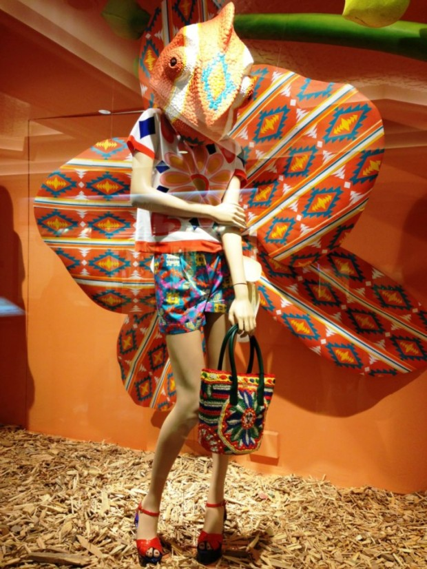 best-window-displays_harvey-nichols_2013_spring_sound-and-vision_06
