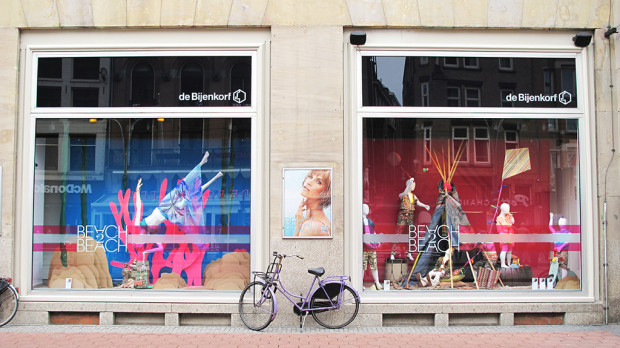 best-window-displays_de-bijenkorf_2013_beach-2-beach_18