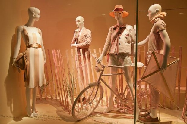 best-window-displays_holt-renfrew_2013_spring_04