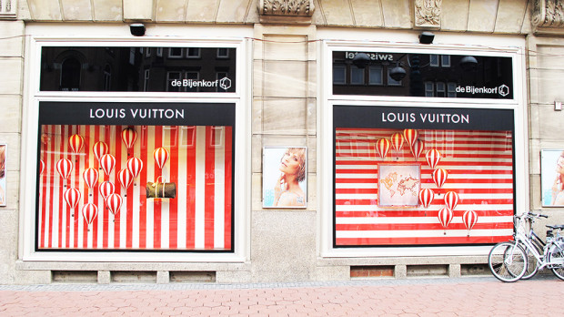 best-window-displays_louis-vuitton_2013_hot-air-balloon_01