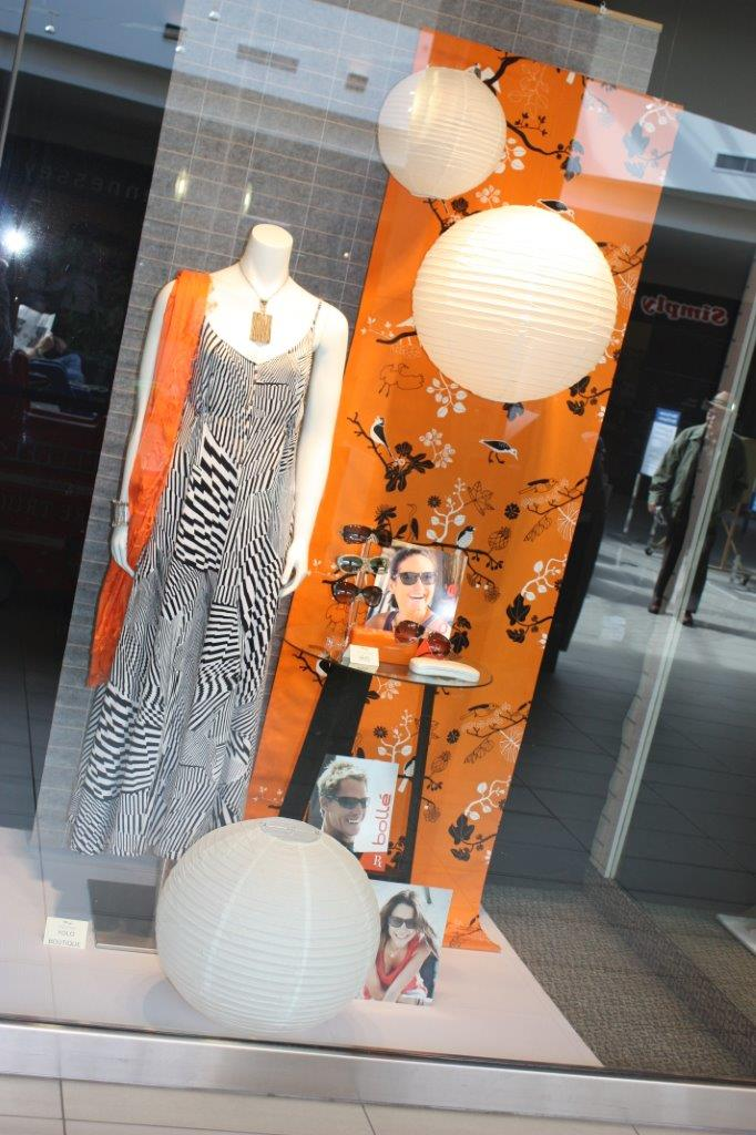best-window-displays_option-designs_2013_summer_shopping-mall_02