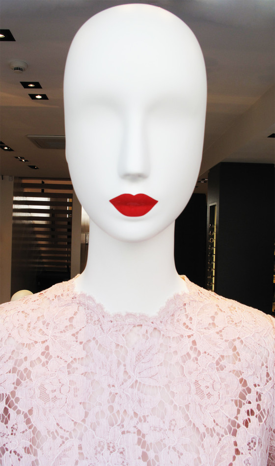 best-window-displays_valentino_2013_summer_lace-dress_05