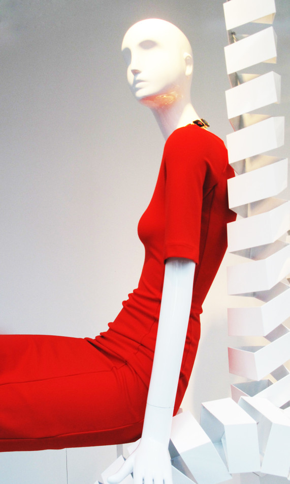best-window-displays_zara_2013_white-looping_05