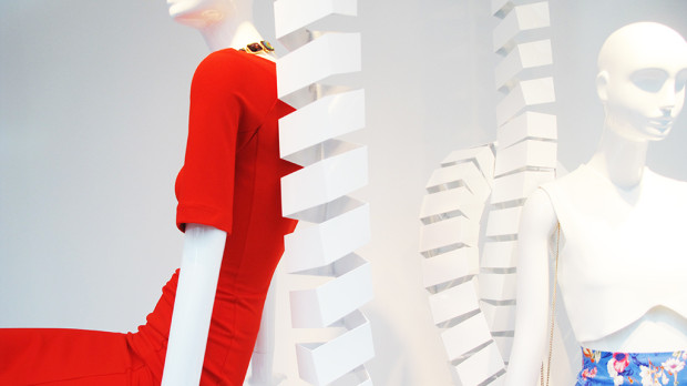 best-window-displays_zara_2013_white-looping_06