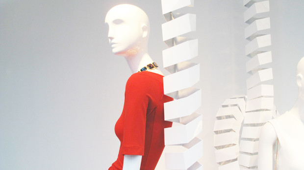 best-window-displays_zara_2013_white-looping_07
