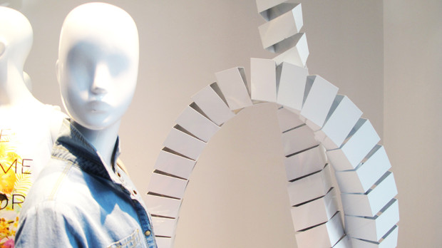best-window-displays_zara_2013_white-looping_08