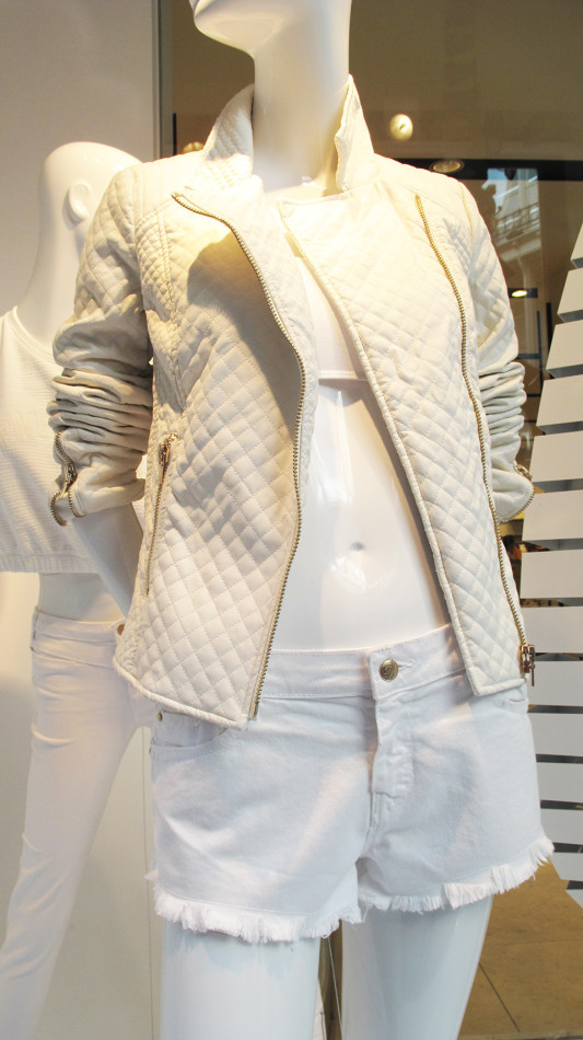 best-window-displays_zara_2013_white-looping_11