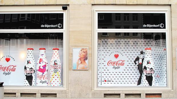 best-window-displays_coca-cola_2013_marc-jacobs_de-bijenkorf_02