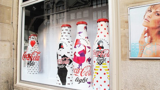 best-window-displays_coca-cola_2013_marc-jacobs_de-bijenkorf_03