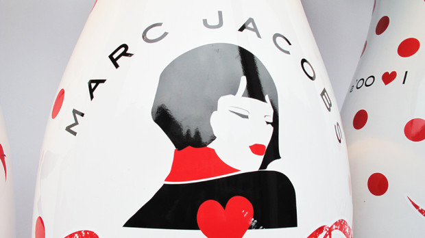 best-window-displays_coca-cola_2013_marc-jacobs_de-bijenkorf_16