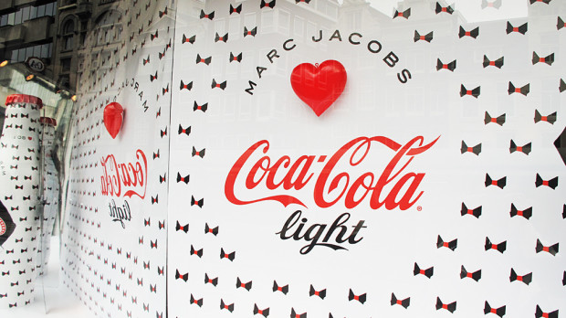 best-window-displays_coca-cola_2013_marc-jacobs_de-bijenkorf_22