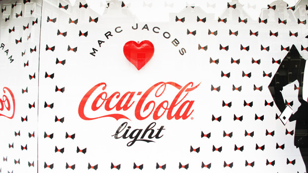 best-window-displays_coca-cola_2013_marc-jacobs_de-bijenkorf_23