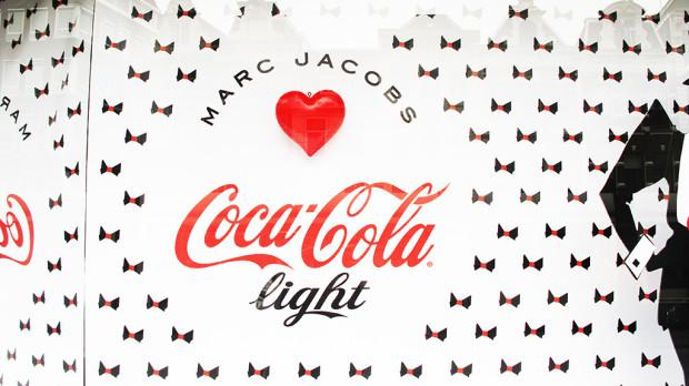 best-window-displays_coca-cola_2013_marc-jacobs_de-bijenkorf_23